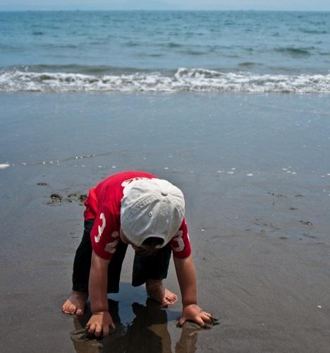 水を実感する子